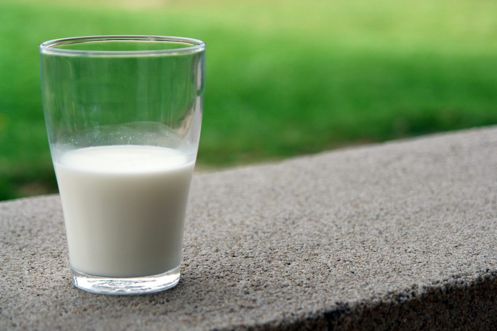 glass of milk for toddlers-cows milk calcium